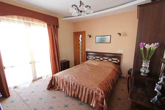 Отдых в Алуште  гостиница Оазис  ул. Гвардейская